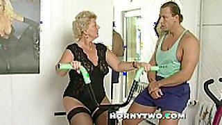 Horny granny floozy shamelessly takes gym traine...