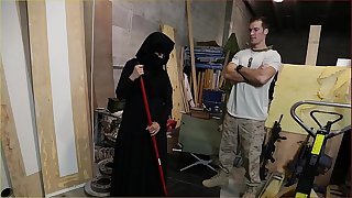 Tour of arse - us soldier takes a liking to sexy arab servant