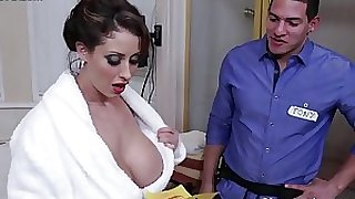 Busty mama eva notty pops her marangos out and seduces tech dude