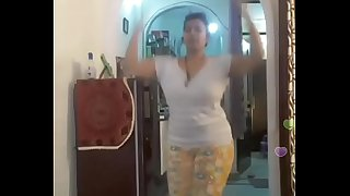 Hot desi indian bhabi shaking her sexi bore &_boobs on bigo live...2