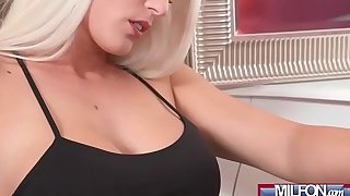 Hot Blonde MILF Fucks Brunette Teen(Anie Darling &amp_ Blanche Bradburry) 01 mov-15