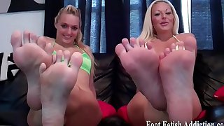 I love it when you jerk off to my feet