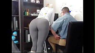 Secretaria tiene orgasmos frente a su jefe - greetings...
