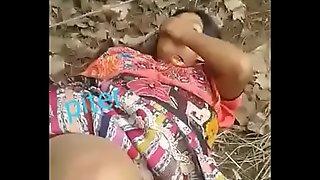 Cogiendo una indigena en el monte