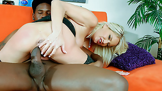Sexy MILF Fucks the Black Delivery Guy